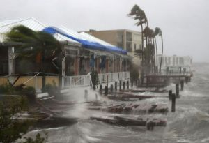 hurricane-matthew-waves